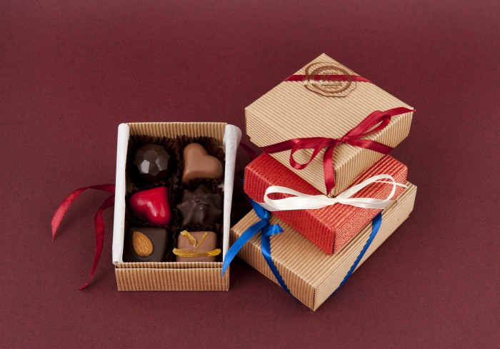 box of chocolates ( 4 or 6 pc)