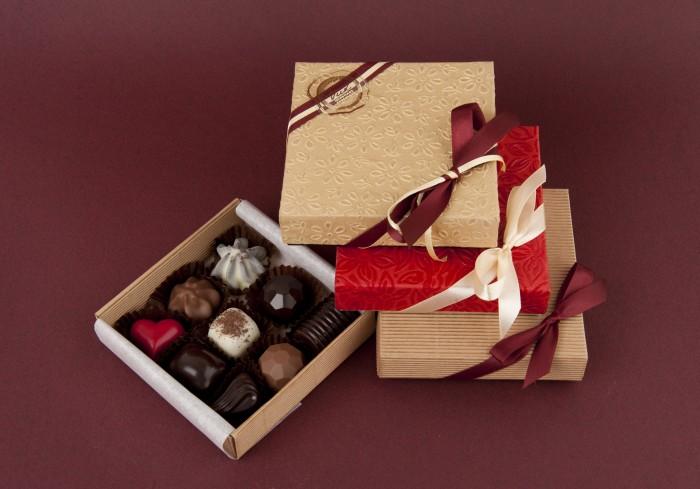box of chocolates (9 pc)